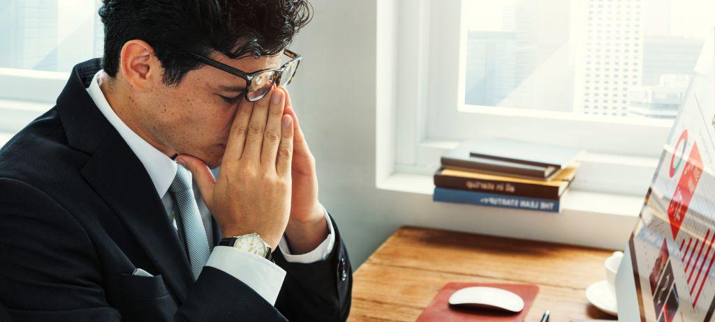 Burnout gestresster Geschäftsmann