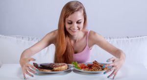 Essstörungen Mädchen mit Binge Eating