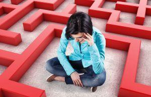 Depression Frau in Labyrinth